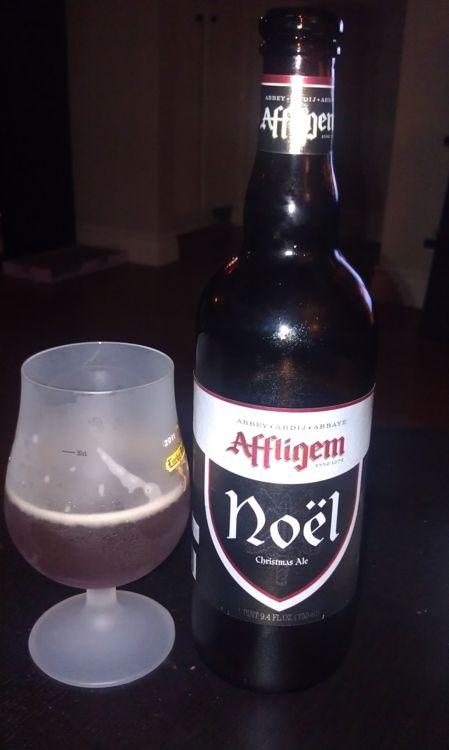 Affligem Noel, a very dark amber beer with a yeasty almost bread dough aroma, like freshly baked pumpernickel bread.