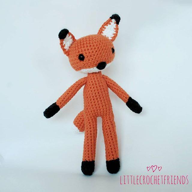 Lucas the fox! I'm thinking about  upload the pattern in the blog I'm working on, along with more projects. Have a nice weekend!!! / ¡Lucas el zorro! Estoy pensando en subir el patrón al blog en el que estoy trabajando, junto otros proyectos. ¡¡¡Buen fin de semana!!! #crochet #amigurumi #handmade #handcraft  #hechoamano #cute #fox #zorro #rev #toy #crochettoy #juguete #littlecrochetfriends #hekle #ganchillo #lovely #imagination