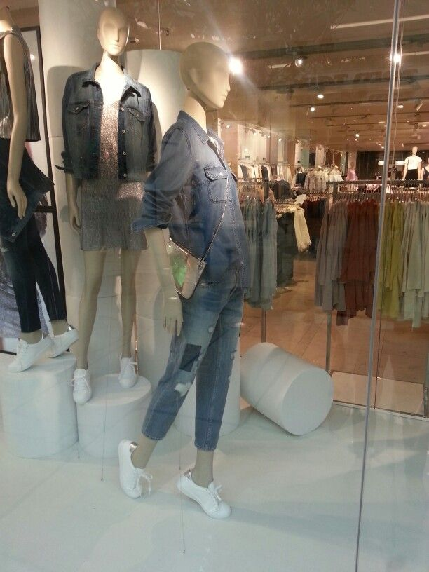 Jeans the Simple Style, Shiny Chic, White Sneakers  Mango Store Plus City, Pasching, Oberösterreich