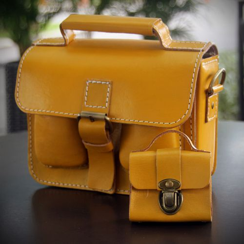 257-S satchel with its coin wallet