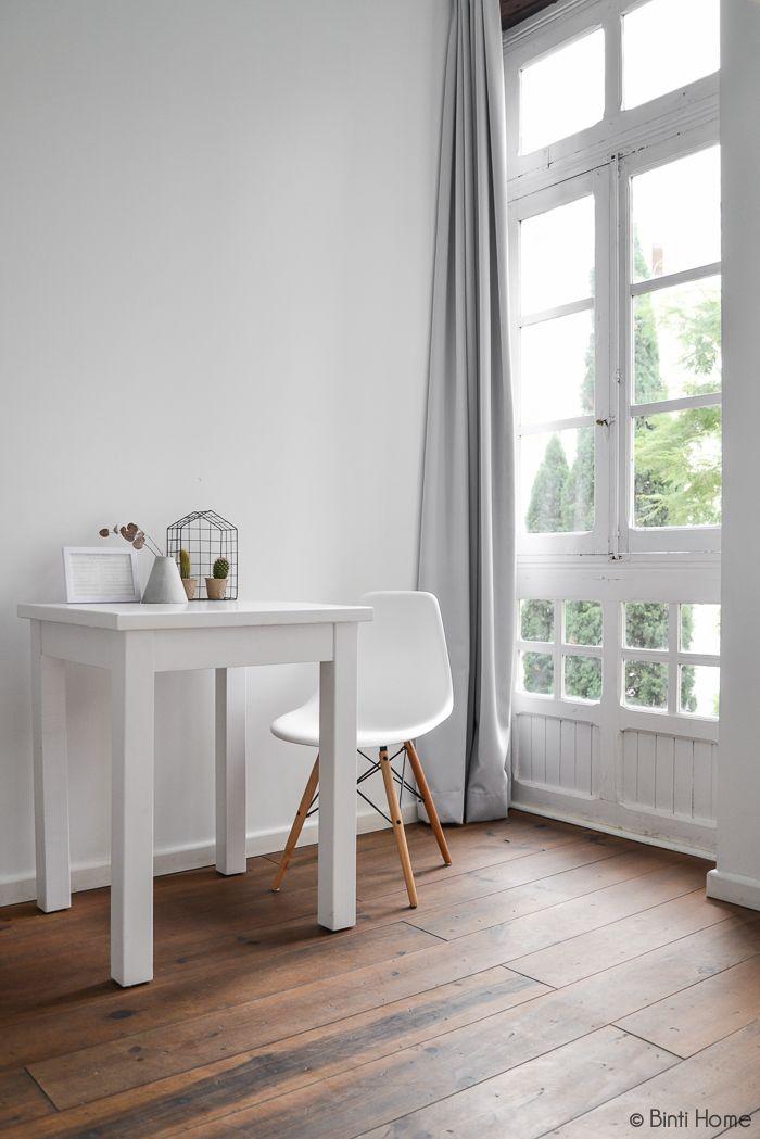 Slaapkamer Bed And Breakfast ABCYOU Valencia #bedroom #whitespace #windows #highwindows