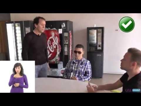 Cómo tratar a las personas con discapacidad visual (lengua signos) - YouTube