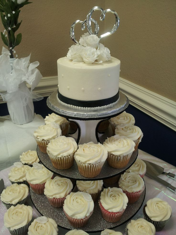 cupcake wedding cakes gallery black white and silver wedding cutting cake with cupcakes 13172