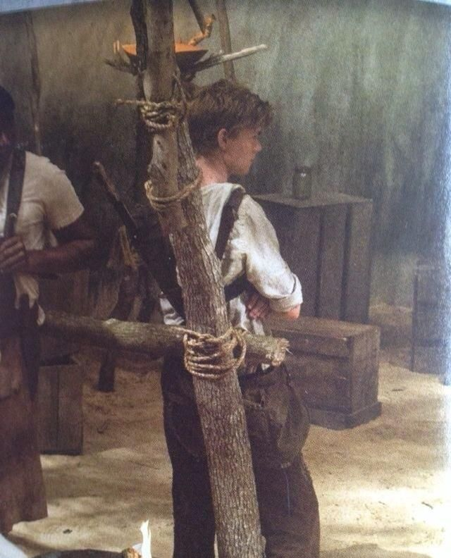 Thomas-Brodie Sangster as Newt in The Maze Runner (2014).