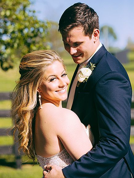 Shawn Johnson Marries NFL Player Andrew East – See the Stunning Photo http://www.people.com/article/shawn-johnson-wedding-married-andrew-east
