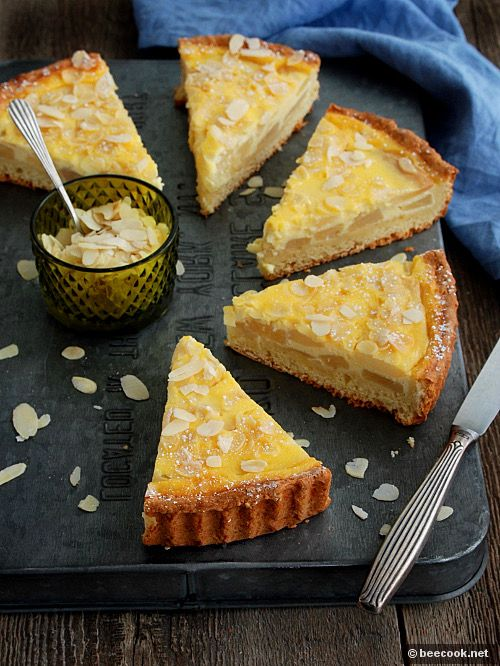 Пирог с грушами и сметанной заливкой