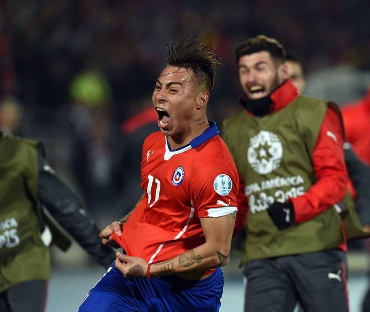 Chile celebra gol. Chile vs Peru semi-final Copa  America Chile 29.6.15