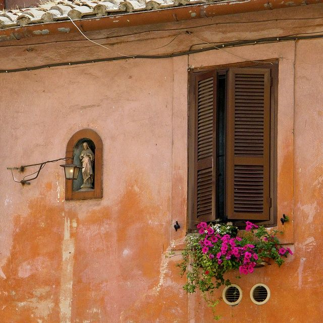 Italian+Windows | Window and a tiny shrine in Trastevere