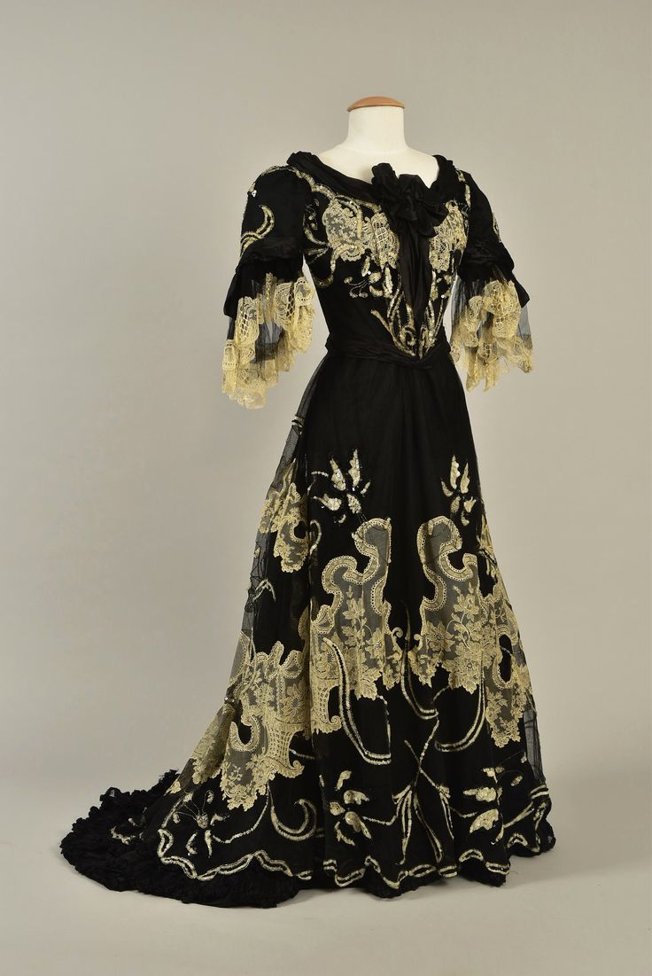 Dress with day and evening bodices ca. 1901 From Whitaker Auctions