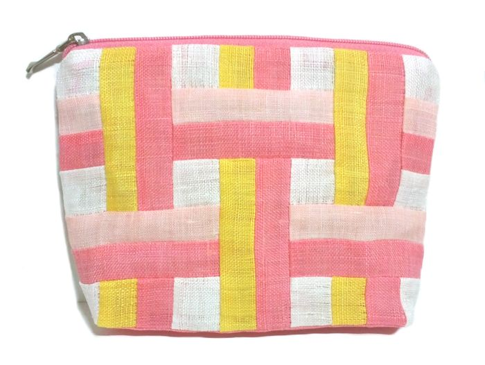 Korean traiditional Patchwork with Ramie fabric. This is a cosmetic pouch. http://rimkimstudio.blogspot.com