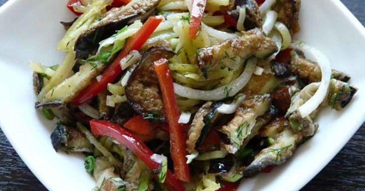 Vânăta este ingredientul ideal pentru prepararea salatelor și aperitivelor. Mai mult decât atât, această legumă pot fi coaptă la cuptor sau prăjită în tigaie. Indiferent de modul de preparare, vânăta este un produs inegalabil! Astăzi echipa Bucătarul.tv vă oferă o rețetă consistentă de vinete. În această rețetă vinetele se combină perfect cu ardeiul gras și …