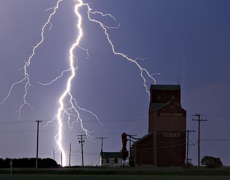 Tessier Lightning by Saskatchewan photographer Craig Hilts