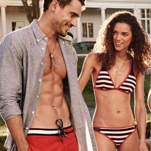 Tommy Hilfiger: Δείτε τα ωραιότερα μαγιό της σεζόν για γυναίκες και άνδρες
