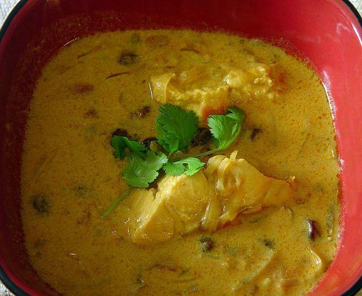 Вы знаете, я вовсе не ожидал, что совершенно случайно, практичесски ткнув пальцем в середину книги про индийскую кухню, можно найти такое, что покажется таким родным и тем же временем таким эгзотическим. Ведь все знаете комбинацию, жареный лук+жареная морковь+помидоры(или их соус)+рыба(селедка на…