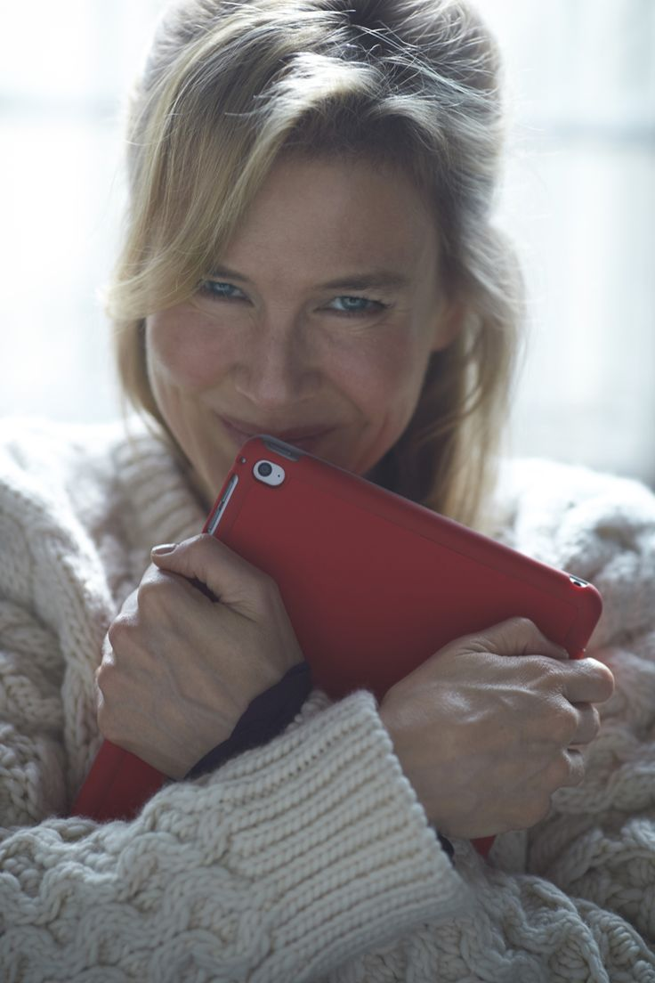 First Bridget Jones's Baby Photo Shows Renee Zellweger Cuddling an iPad
