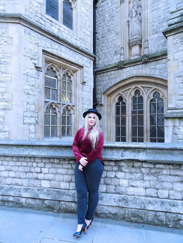 Outfit_Red_Velvet_Shirt_Black_Fedora_Gothic_Burgundy