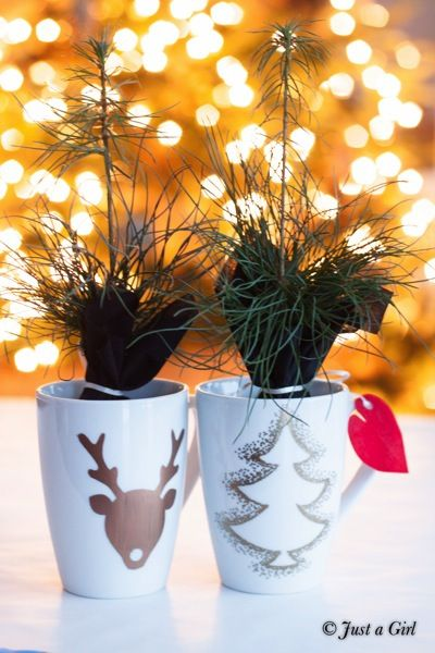 Last Minute Gift Idea- Cheap and Expensive DIY for neighbors, teachers, or friends! #DIY Christmas Mugs! #Crafts #giftideas -- Tatertots and Jello