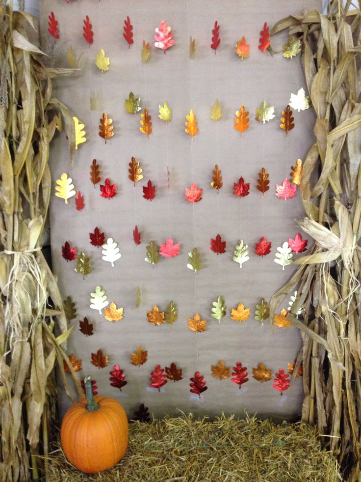 DIY Fall Photo Booth Backdrop for Halloween or Thanksgiving