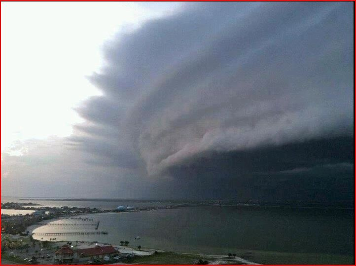 Hurricane Irene approaching New Bern, NC...We lived through it!