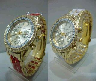 Jam Tangan Michael Kors Grid Diamond Gold Harga : Rp 175.000,-  Spesifikasi : Genre : jam tangan wanita Kualitas : kw super Diameter : 3.5cm Tali : rantai  Cara order : SMS : 081802959999 Pin BB : 270C3124  murah n cantik brurrrr