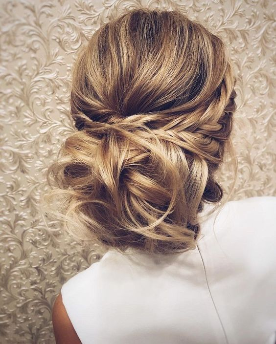 We love this simple and stylish up-do