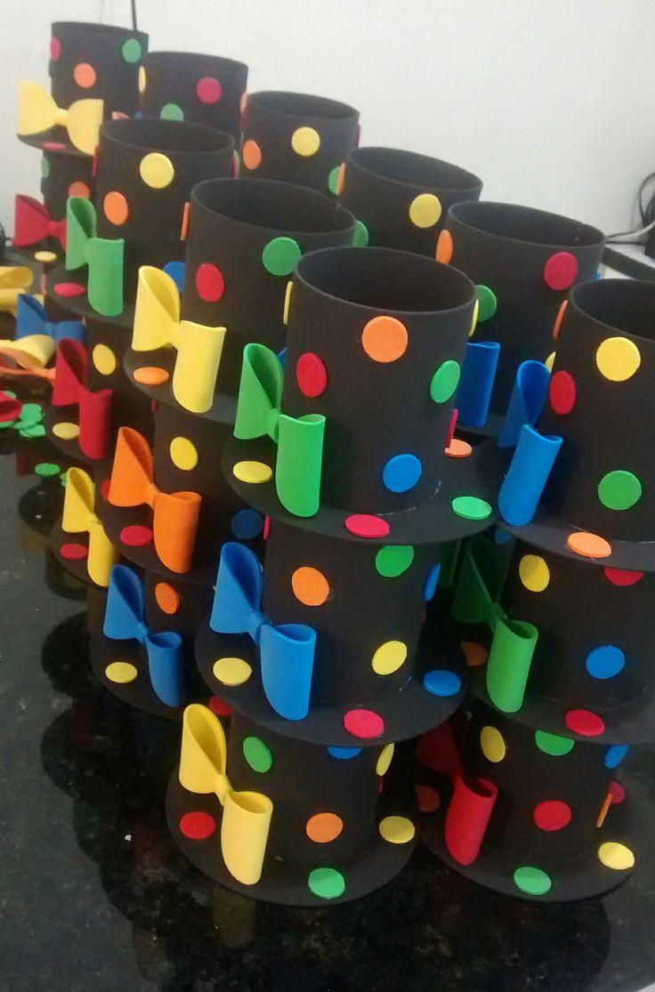 media cartolinha circo feito com eva e colagem muito resistente material de qualidade. ideal para decorar festas, centro de mesa que também serve como lembrancinhas...cabe qualquer tipo de docinhos dentro dela... medidas aproximadas Altura: 10 cm Diâmetro: 8,5 cm Comprimento: 14,5 cm