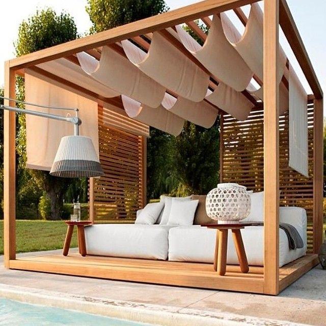WEBSTA @ leliesteves - Cantinho ideal! #fofocas #namoros #tardescomafamilia com muito charme no jardim! #decor #bangalô #paisagismo #areaexterna #arquitetura #madeirabonita! 🔝
