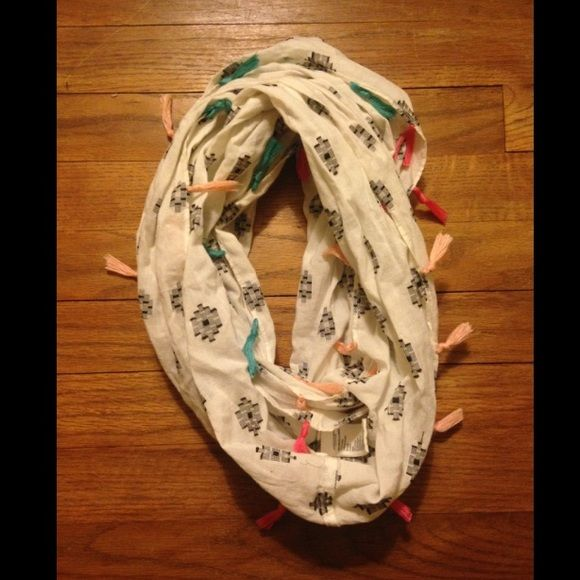 Ameican Eagle Outfitters Infiniti scarf American Eagle Outfitters Infiniti scarf. NEVER WORN! Cute tribal pattern with colored tassels. Great for dressing up an outfit and great for spring, summer and fall! American Eagle Outfitters Accessories Scarves & Wraps