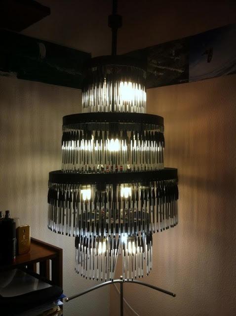 DIY: Cómo hacer una lámpara con bolis bic : x4duros.com
