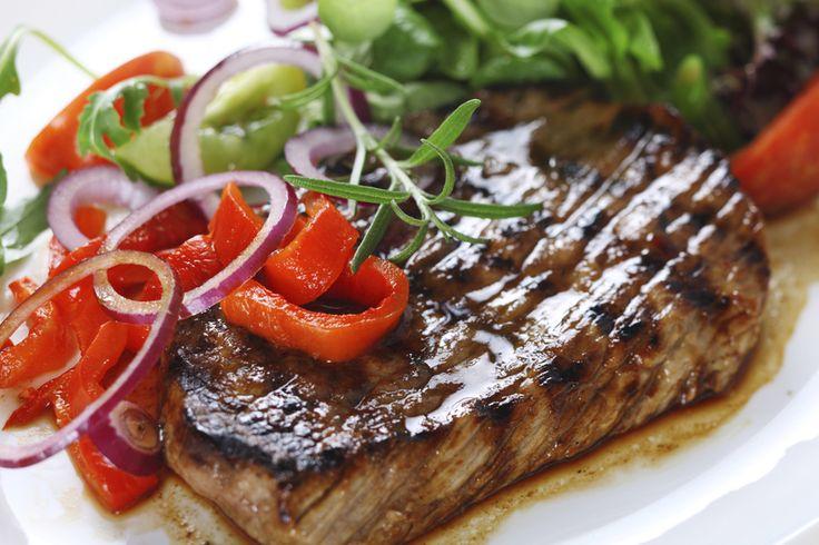 ¿Cuál es el secreto para que una ensalada sea ideal para acompañar carnes? ¿En qué se diferencia de otras ensaladas? La respuesta sencilla es que, para acompañar carnes, debe ser una ensalada liviana,