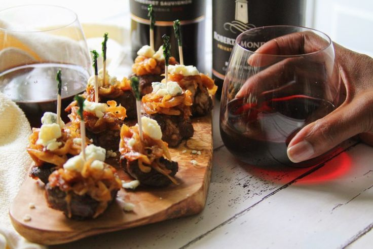 """""""MSG 4 21+"""" Caramelized Onion Gorgonzola Steak BItes: Ribeye steak bites paired with gorgonzola cheese, and carmelized onions! Perfect for happy hour, appetizers, and drinks with friends. #RMPSNewLook #CollectiveBias #AD"""