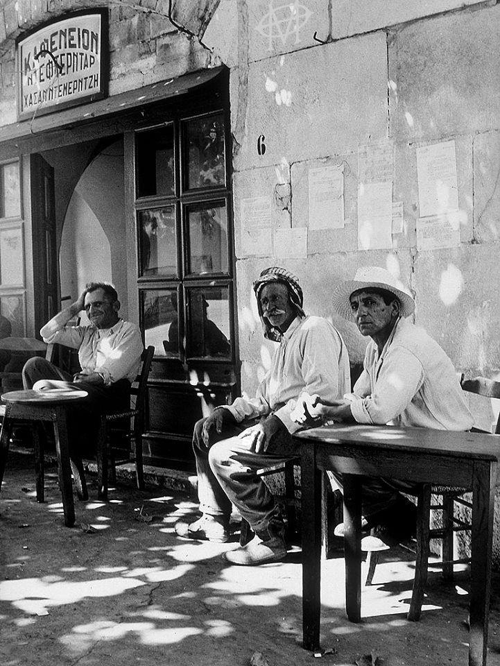Giulio Corinaldi, Κως, περ. 1955, θαμόνες καφενείου.