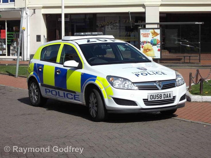 https://flic.kr/p/YnHoKh | Vauxhall (OU58 DAA) - Thames Valley Police | The Broadway, Chesham, Buckinghamshire, 10 April 2011. (image DSCF0024)
