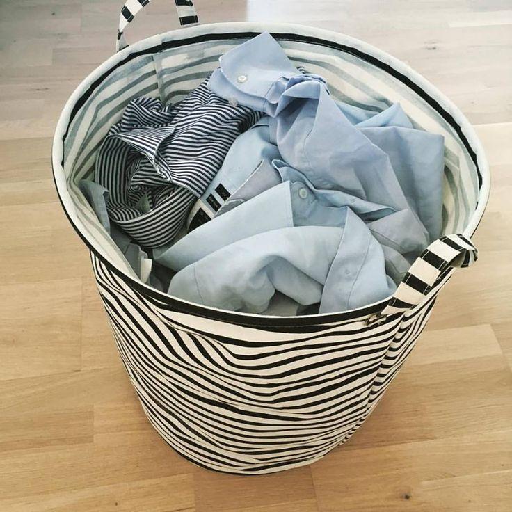 """Lækker opbevaringspose fra House Doctor, der kan """"stå af sig selv"""". Find den på dotsandstribes.dk"""