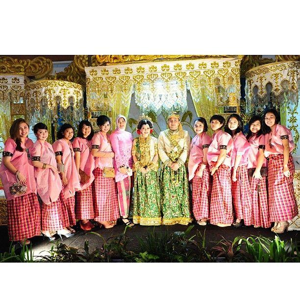.@riskaanton | My kewelita #AKADNIKAH #peach #love #bestfriend #wedding #groom #bride | Webstagram