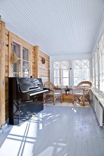 Log house for sale in Kangasniemi, Finland / Verandah