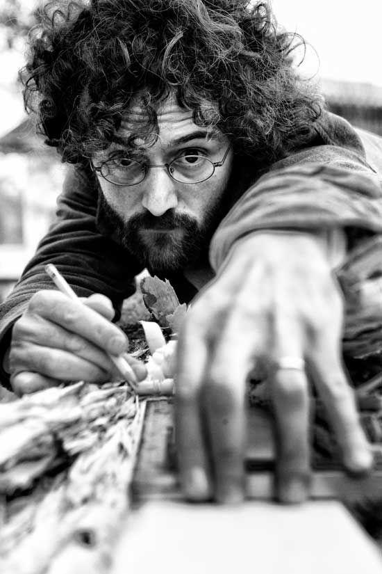 Mattia Bosco: scultore, nato nel 1976 in una famiglia di pittori, arriva alla scultura dopo un corso di studi in Filosofia. Parteciperà al TEDxVicenza.