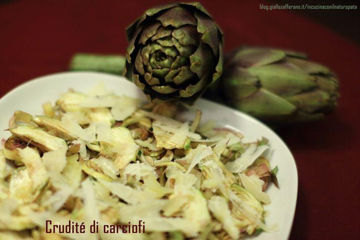 Ecco una ricetta rapidissima: una insalata di carciofi crudi e grana, un piatto buono e sano.