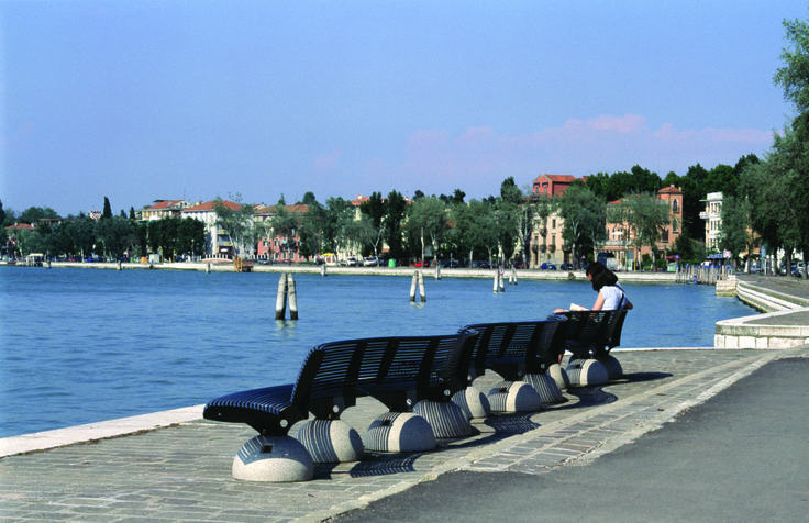 VENEZIA with ZEBRA bench. #Bellitalia #concrete street furniture - arredo urbano