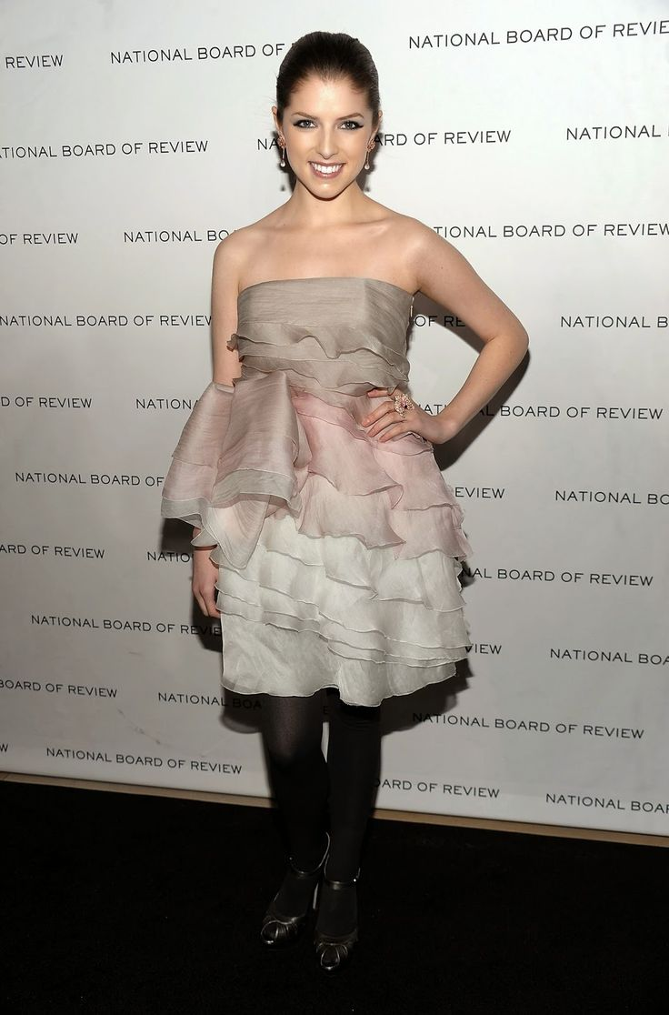 Celebrity Legs and Feet in Tights: Anna Kendrick`s Legs and Feet in Tights 2