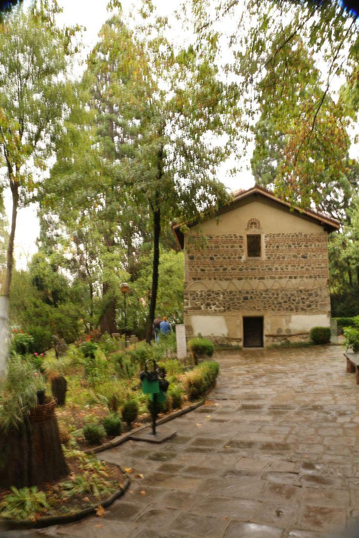A padlótól a mennyezetig gyönyörű 13. századi freskókkal borított templom Bulgária büszkesége. http://kozelestavol.cafeblog.hu/2017/08/05/bojana-templom-csodalatos-kozepkori-freskoi/