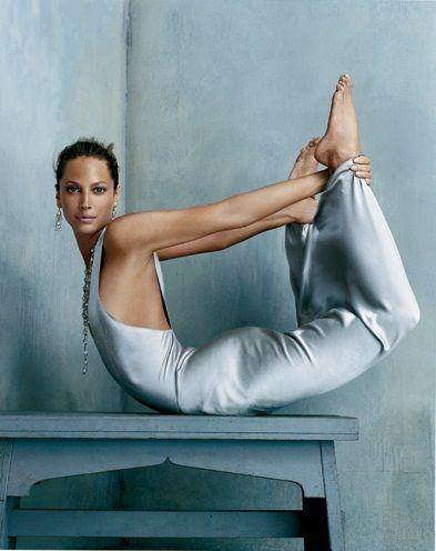 Steven Klein : Vogue US, october 2005 (model: Christy Turlington; dress: Calvin Klein)