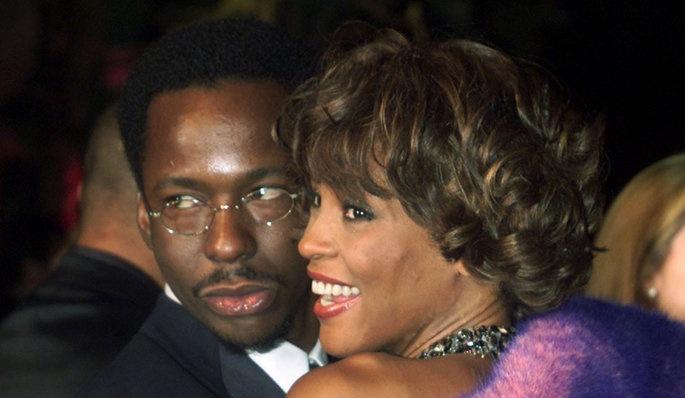 Pendant leurs quatorze années de mariage, les deux amants terribles ont défrayé la chronique. #Drogue, #alcool, #violence, ils ont entamé une véritable descente aux enfers, jusqu'à leur #divorce en 2007. «Il m'a giflé plusieurs fois, il était vraiment violent. Il m'a même craché dessus, avait confié la chanteuse à #Oprah Winfrey en 2009. Je ne pouvais rien faire sans lui [...] Un jour, ma mère est venue chez moi avec les shérifs en disant que si Bobby bougeait, ils l'abattraient.»