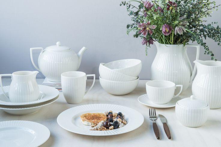 Ønsker du et klassisk servise til bryllupet? Et du garantert ikke blir lei av er den engelske designeren Jasper Conrans Tisbury. Du finner utvalget i din Designforevig-butikk!