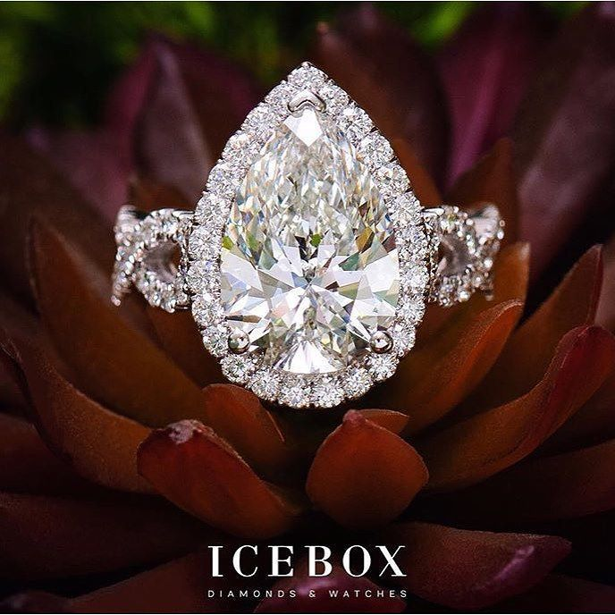 A pear shaped diamond a.k.a teardrop is a combination of an oval and marquise cuts this engagement ring is jaw dropping GORGEOUS!! @iceboxjewelry never ceases to amaze us! . . #engagementseason #pear #halo #engagementring #hedidgood #chicdetails #courthousewedding #smallwedding #WEDspiration #instawed #instachic #elopement #dynamicduo #planningduo #atlantaplanners #eventplanners #weddingplanners #weddingplanning #happyplanning #hireaplanner #engaged #engagement #marriage #proposal #marriage…