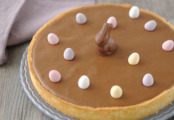 Découvrez et savourez la Tarte de Pâques à la mousse au chocolat grâce à notre recette facile. Un régal pour toute la famille.