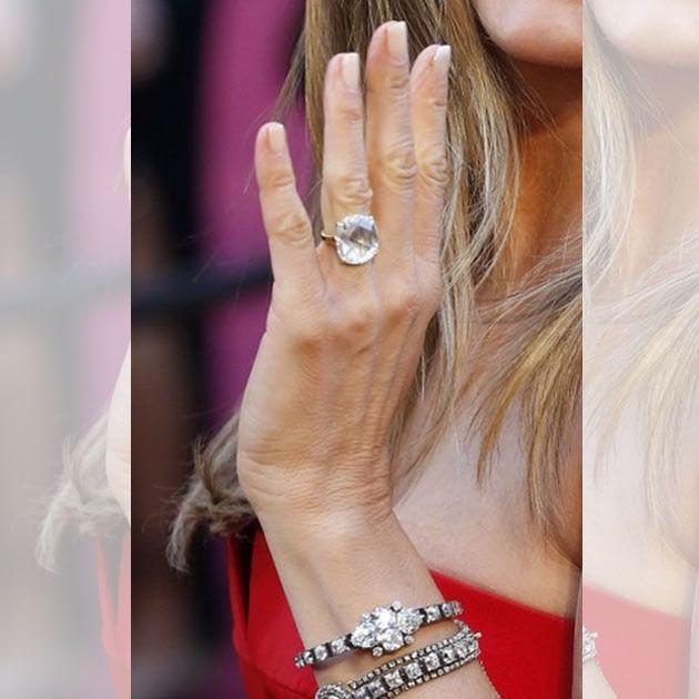 Diamante de 8 quilates avaliado em aproximadamente R$ 2 milhões, é o anel de noivado de Jennifer Aniston.