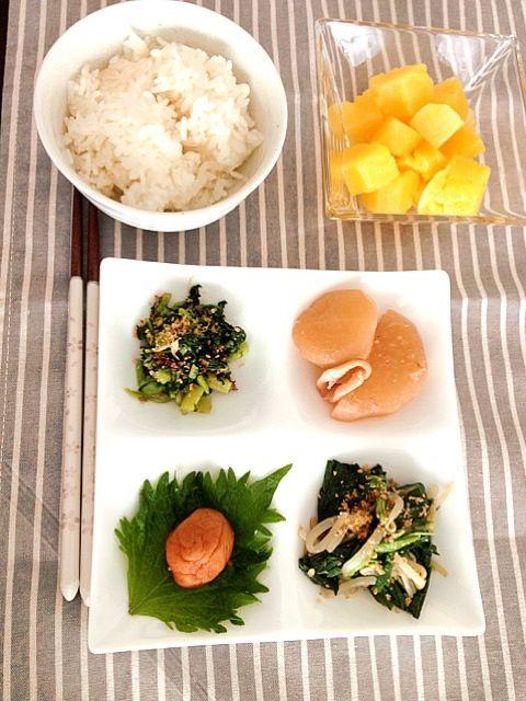 ■イカ大根■モロヘイヤともやしのナムル■大根の葉のふりかけ■梅干し■パイナップル - 33件のもぐもぐ - 常備菜で朝ごはん by MartMama