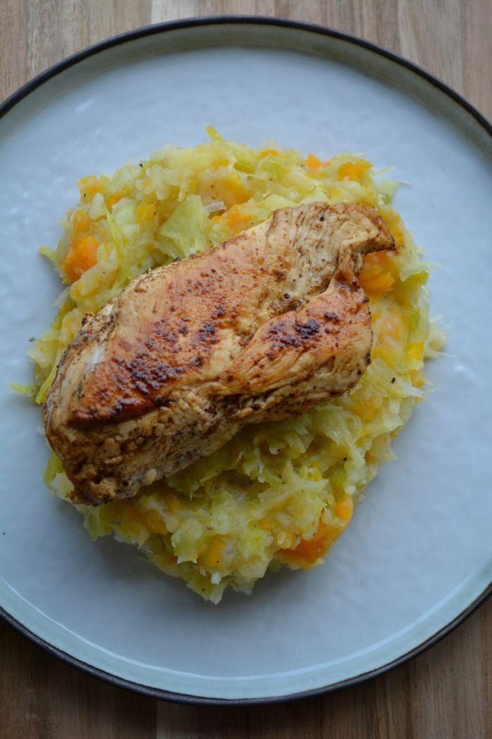 Puree van aardappel, wortel en prei met een stukje kipfilet, samen goed voor 7 SmartPoints per portie bij Weight Watchers.