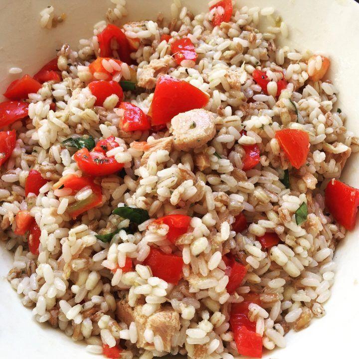 Il tris di creali con tonno e pomodorini è una semplice ricetta che risolve entrambi i conflitti e soddisfa anche i palati che esigono ingredienti di qualità
